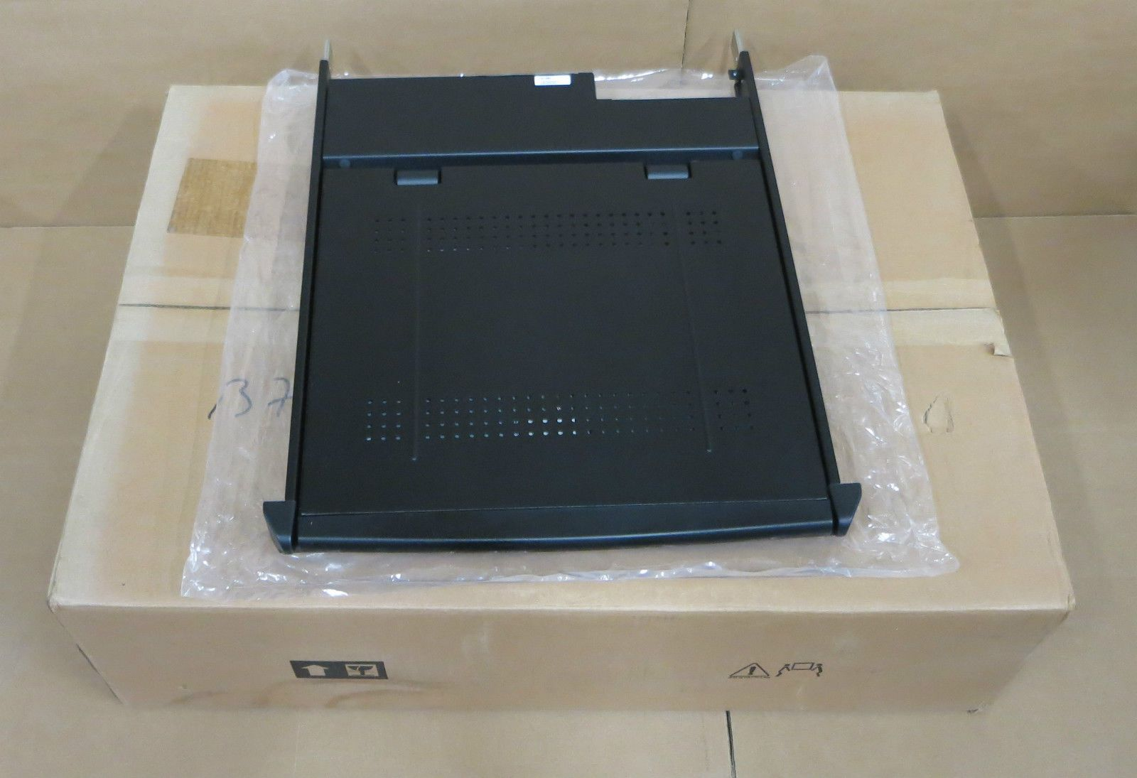 New Apc 17 Inch Lcd Tft Monitor Rackmount Console Keyboard
